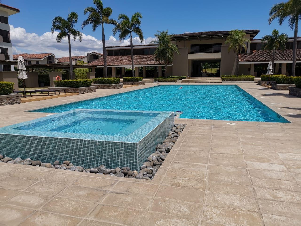 Alquiler Casa 3 pisos en Condominio Parques del Sol, Santa Ana