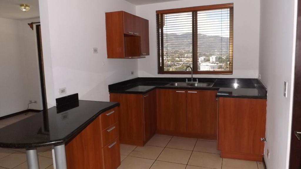 Alquilo Apartamento en Condominio por la Sabana