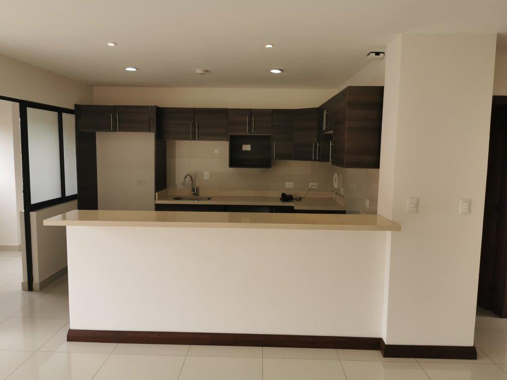 Hermoso y amplio apartamento en Condominio en Trejos Montealegre, San Rafael de Escazú