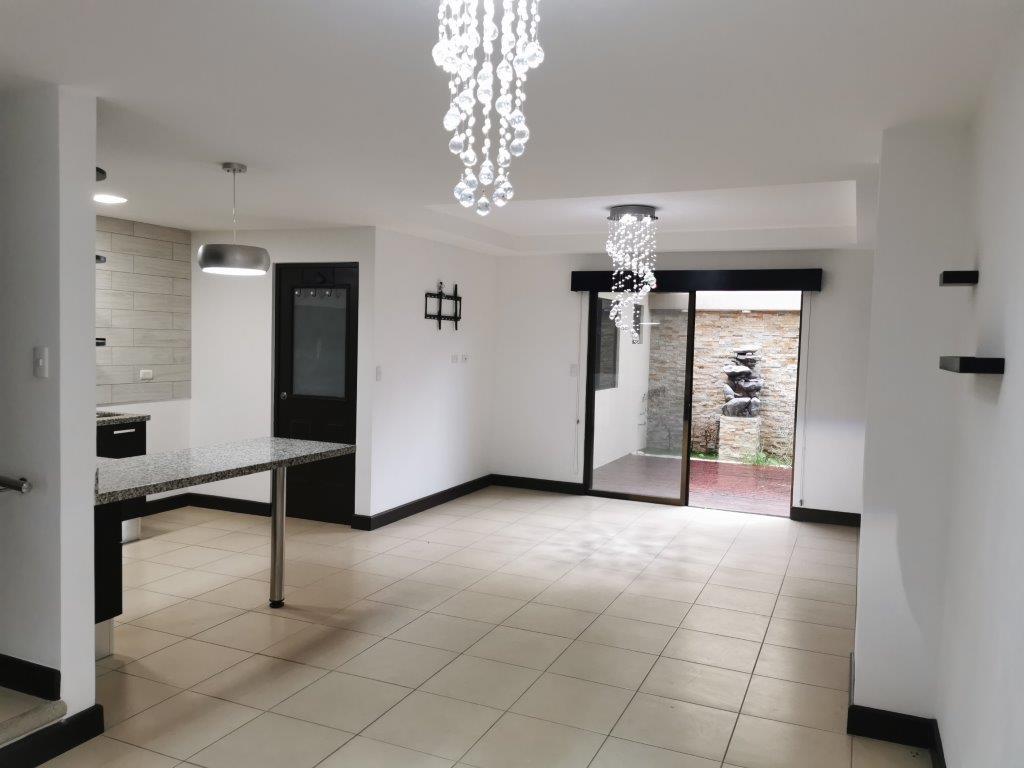 Preciosa Casa en Condominio Altavista 4 habitaciones, 3.5 baños a 2.5 k.m. de Peaje Ciudad Colon