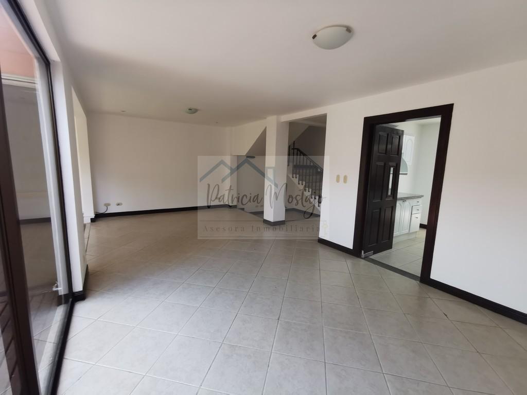 Casa amplia en Condominio Escazú, 3 habitaciones + Mezzanine