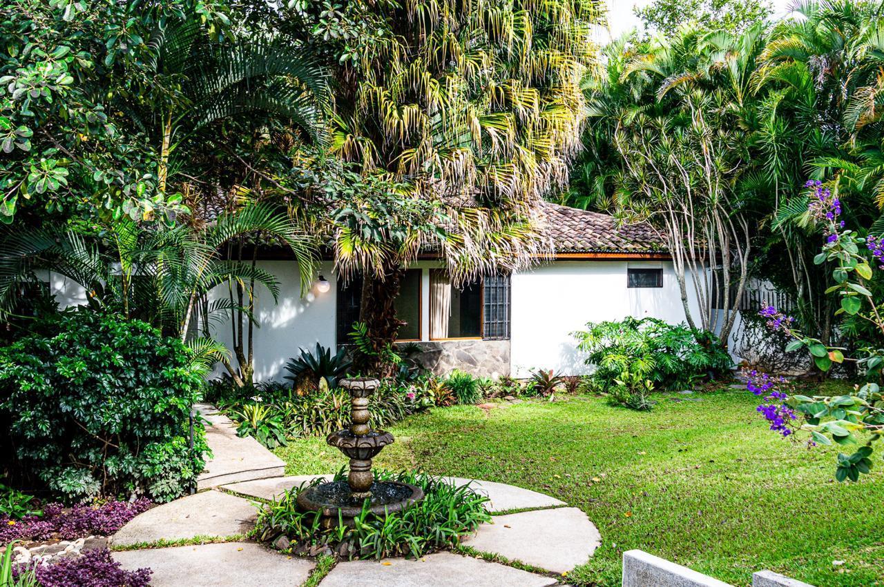 Venta de Casa amplia en Residencial en San Rafael de Escazú