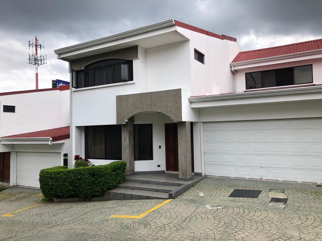 Alquiler Casa Condominio en Rorhmoser especial para adulto mayor
