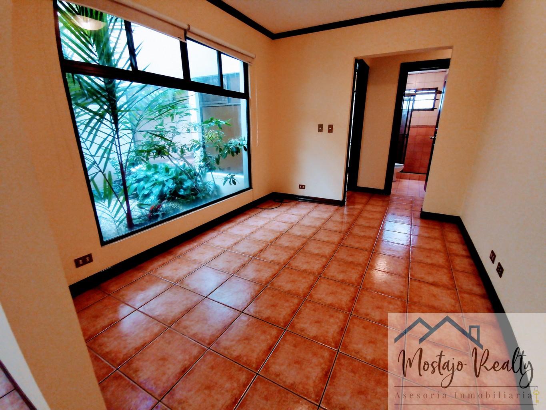 Venta de Apartamento en Condominio, Trejos Montealegre, San Rafael de Escazú