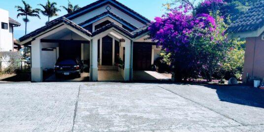 Alquiler de Casa en Condominio, 4 habitaciones 563m2, Escazú