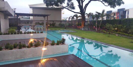 Apartamento amplio, Condominio  Sportiva, por Real Cariari, Heredia