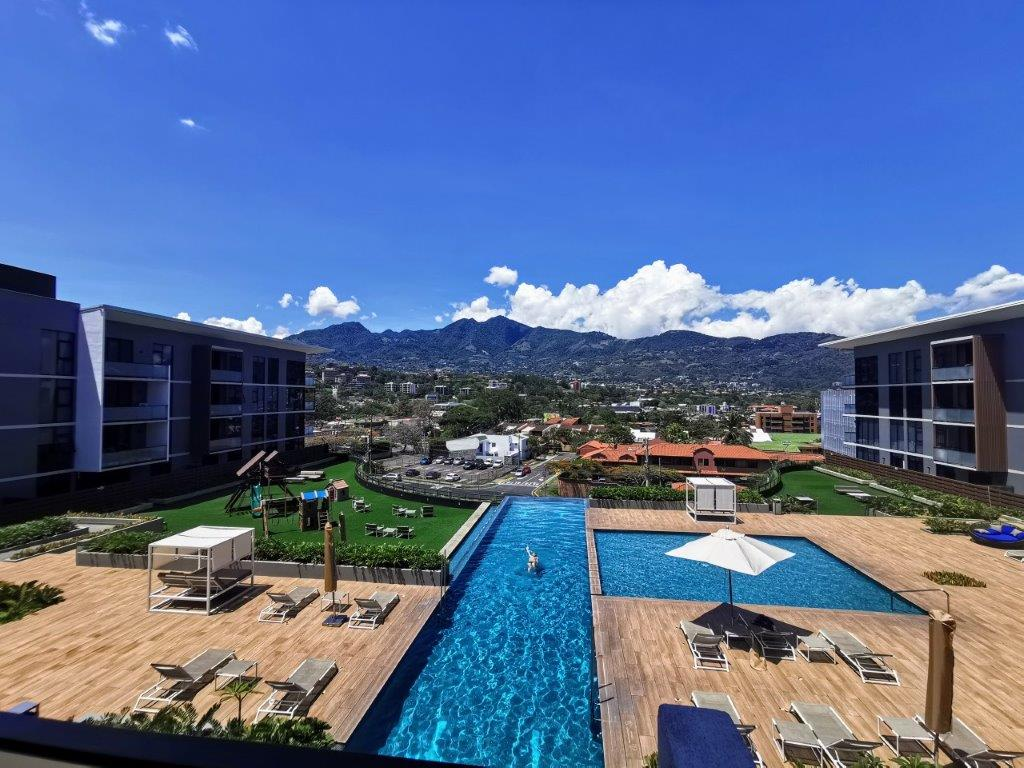 Alquiler apartamento amueblado, amplio y lujoso en Condominio Escazú Village