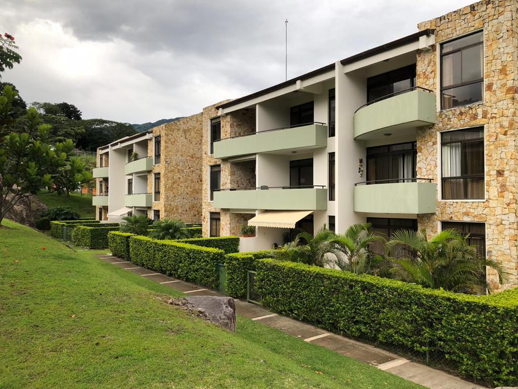 Alquiler Apartamento en Condominio Avalon Country Club, Santa Ana