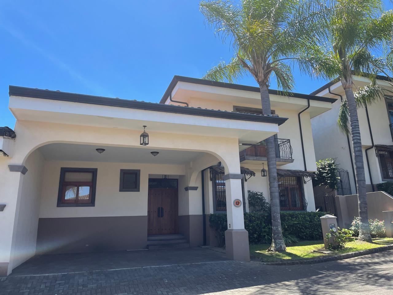 Alquiler Casa amplia en Condominio,  Guachipelín de Escazú