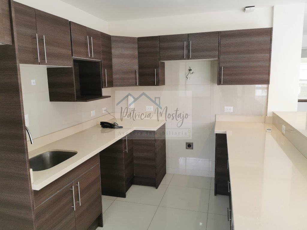 Alquiler apartamento amplio Trejos Montealegre, Escazú