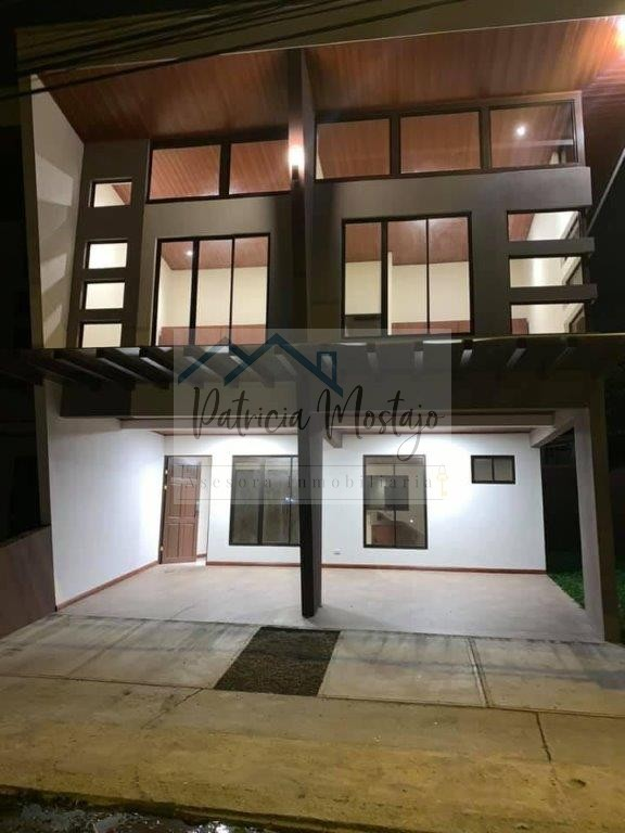 Alquiler de Casa en Residencial Pozos de Santa Ana